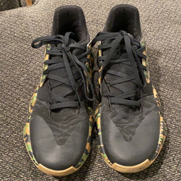 Adidas Harden vol 4's size: 7.5